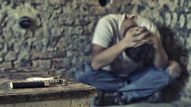 Un jeune toxicomane file un mauvais coton.