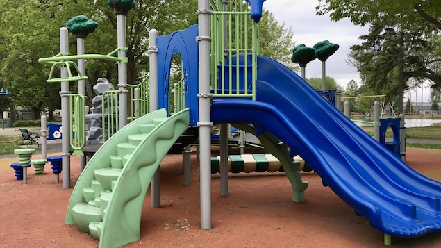Un module de jeux dans un parc.