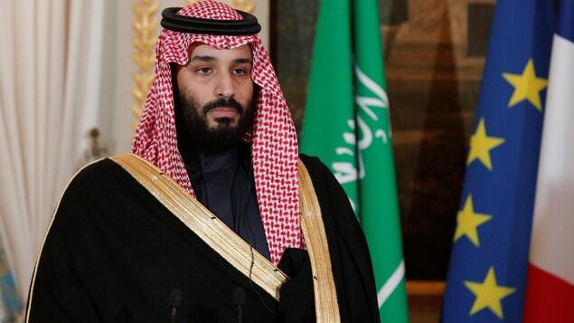 Mohammed ben Salmane coiffé d'un foulard saoudien.