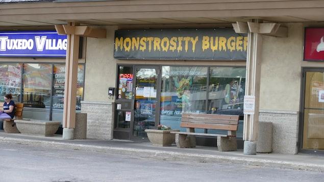 La devanture du restaurant Monstrosity Burger.