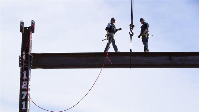 30 avril 2012, la dernière poutre est installée au 100e et dernier étage du One World Trade Center de New York.