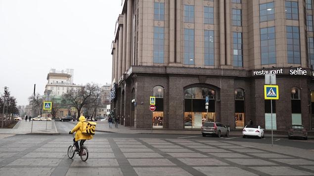 Un coursier à Moscou