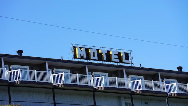 La façade d'un motel