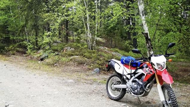 La pétition veut que les motos double usage soient admissibles dans les sentiers de quad de Rouyn-Noranda et La Sarre.