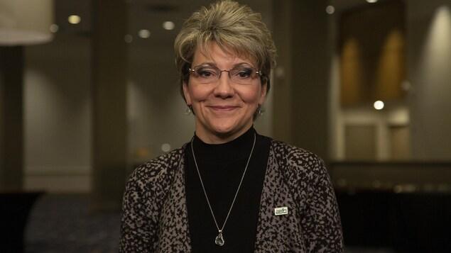Anne Vinet-Roy devant un auditorium vide