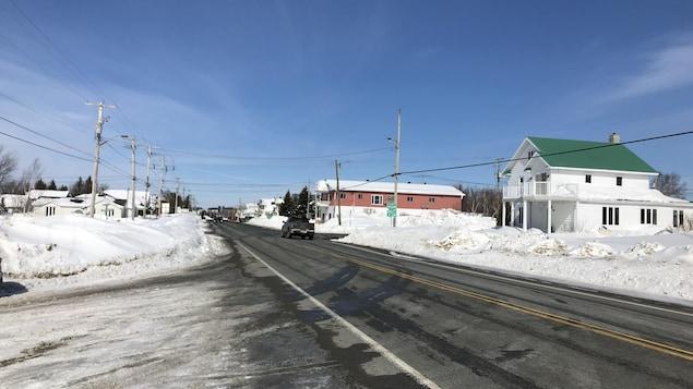 La rue Principale traversant la municipalité de Palmarolle, l'hiver.