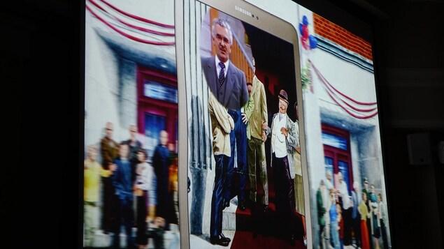Photo d'une vidéo d'une murale animée à l'aide d'un téléphone intelligent