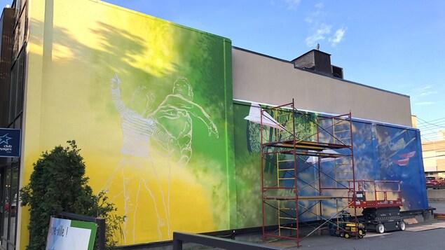 Une murale en cours de production.