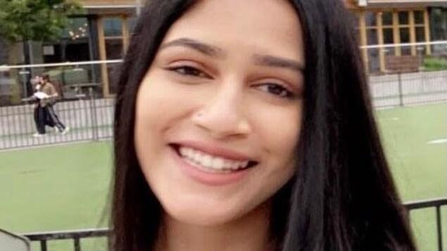 Plan rapproché du visage de Nadia Mozumder.