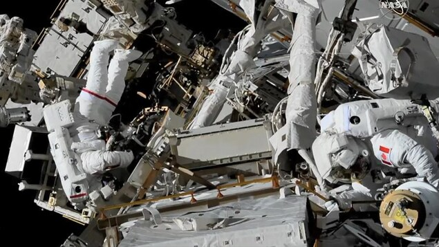 L'astronaute canadien David-Saint-Jacques et sa collègue américaine Anne McClain.