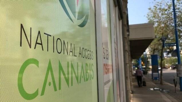 La devanture d'un magasin de la compagnie National Access Cannabis.