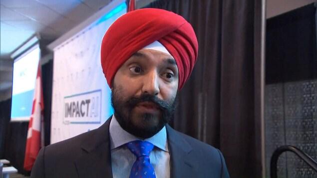 Le ministre fédéral de l'Innovation, des Sciences et du Développement économique, Navdeep Bains, a commenté jeudi la décision d'Ottawa de bloquer la proposition de rachat d'Aecon par l'entreprise chinoise CCCC International Holding.