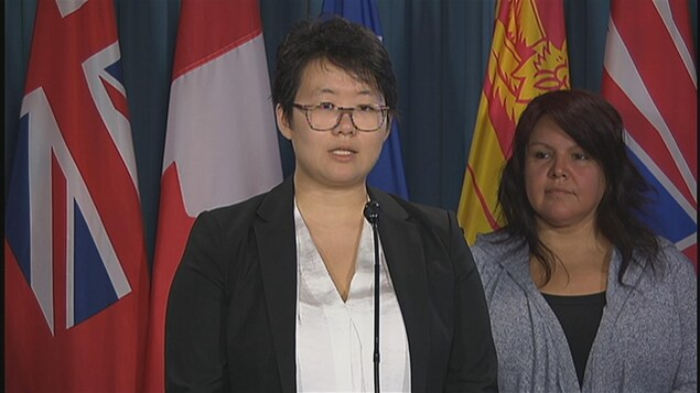 Nayoung Kim, de l'association Les femmes asiatiques pour l'égalité, pendant la conférence de presse à Ottawa.