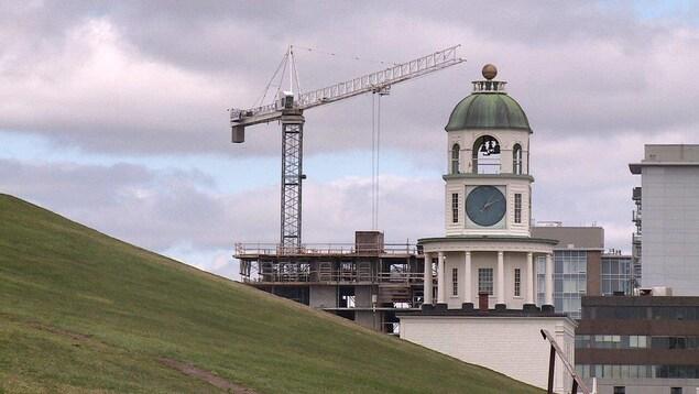Un boom dans la construction fait en sorte que le centre-ville d'Halifax compte beaucoup de locaux commerciaux vacants.