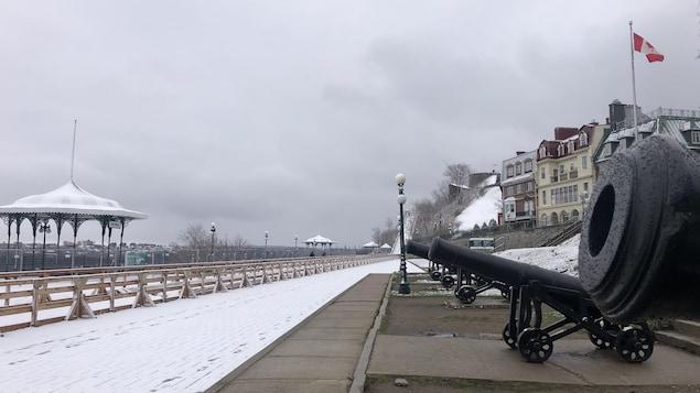 La terrasse Dufferin couverte de neige, en ce 12 mai 2020.