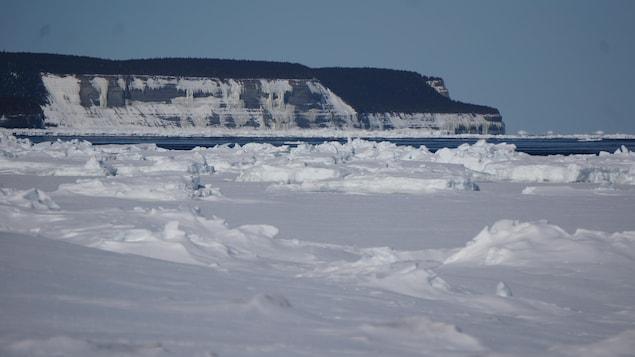 La neige et la banquise devant les côtes de l'île d'Anticosti