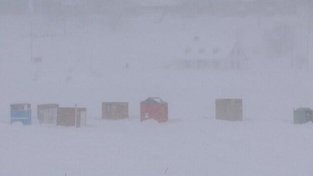 Cabanes de pêcheurs à Gaspé sous la neige