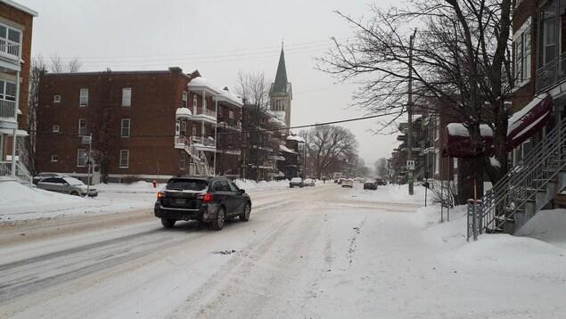 Les premiers flocons ont commencé à tomber sur Québec. La neige fera bientôt place à la pluie verglaçante.