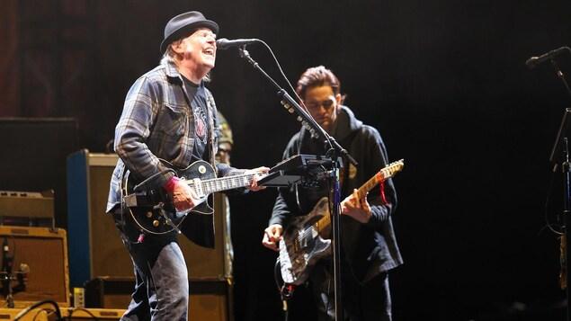 Neil Young en concert au Festival d'été de Québec, le 6 juillet 2018.