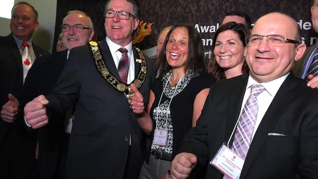 Photo des membres du comité de candidature du Niagara, sourire aux lèvres