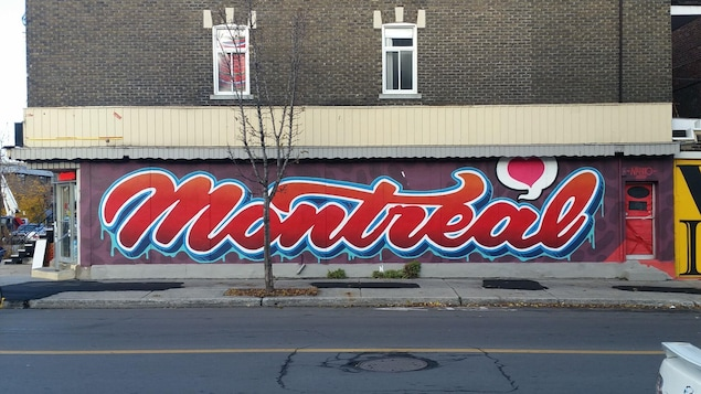 Un murale présentant le mot «Montréal» de façon stylisée.