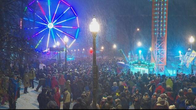 La Grande Allée avec une foule bien dense un peu avant 23 h