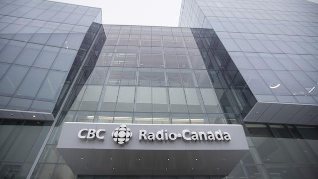 Vue en contre-plongée de la nouvelle Maison de Radio-Canada à Montréal, le 11 février 2020.