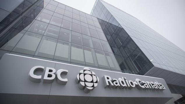 Vue en contre-plongée de la nouvelle Maison de Radio-Canada, le 11 février 2020.