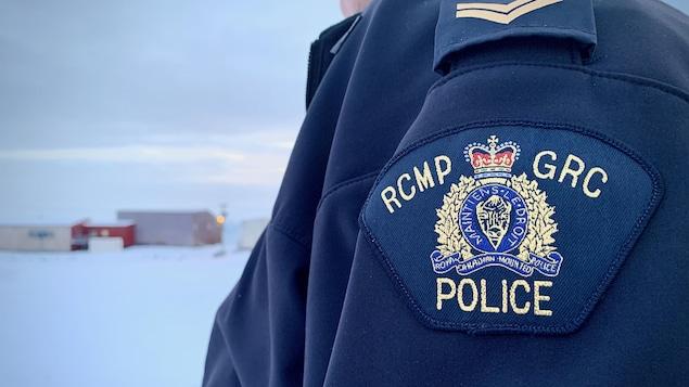 L'écusson d'un policier de la GRC au Nunavut.