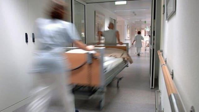 Le territoire du Nunavut, dans le nord-est du Canada, souffre d'un manque de médecins et d'infirmiers permanents, conclut une récente étude qui s'est penchée sur l'impact d'un roulement fréquent du personnel médical sur la qualité des soins de santé. (CBC)