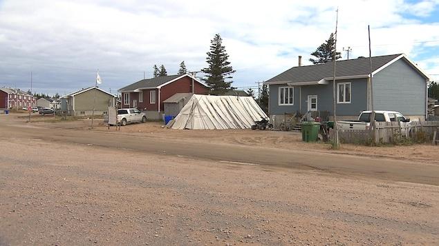 Des maisons dans la communauté innue de Nutashkuan