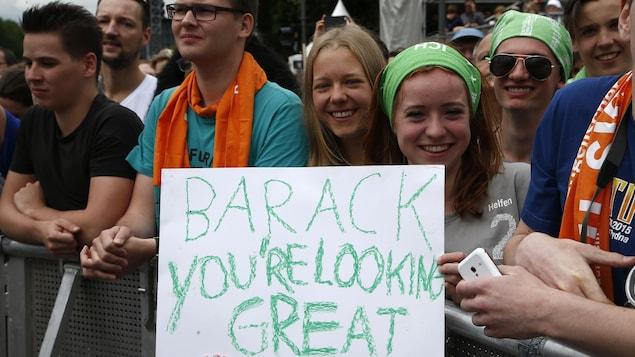 Des jeunes venus écouter Barack Obama alors qu'il participait à une discussion publique avec la chancelière allemande, Angela Merkel, à Berlin en mai dernier.