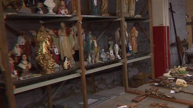 De nombreux objets liturgiques conservés dans une réserve du Diocèse de Montréal