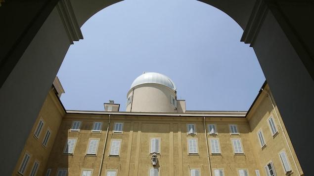Vue du dôme de l'Observatoire astronomique du Vatican