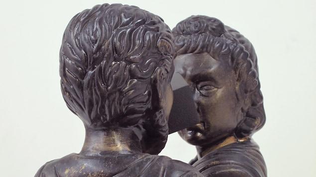 Oeuvre intitulée Dualité domestique représentant deux bustes