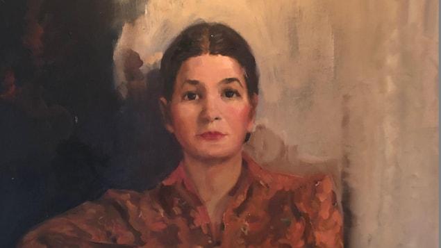 Le portrait d'Alice Lane en peinture. La jeune femme porte un chemisier rouge.