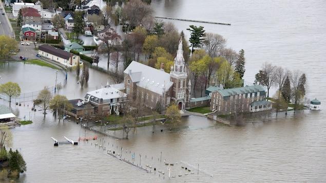 La municipalité d'Oka inondée par la rivière des Outaouais