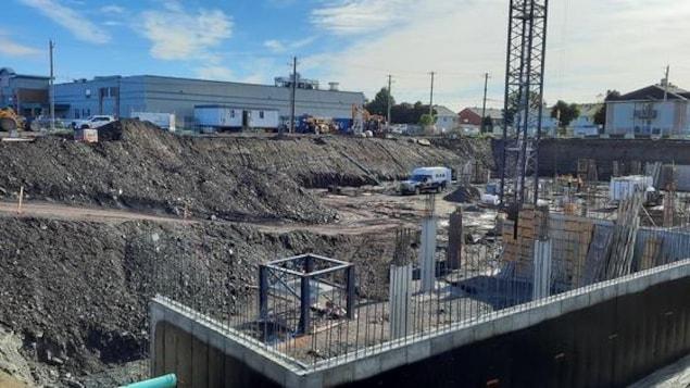 Le chantier de construction du complexe ONYX situé au 3900 boulevard Guillaume-Couture.