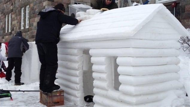 Sculpture sur neige au carnaval Opti-Neige de Matane.