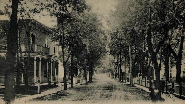 La rue Principale, aujourd'hui le boulevard Sainte-Rose, entre 1903 et 1906.