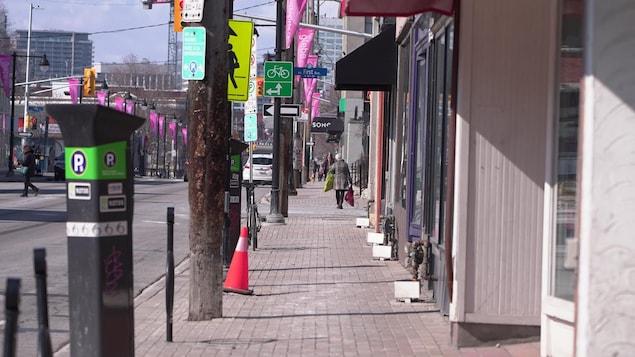 Une rue pratiquement vide à Ottawa.