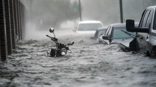 Les rues ont été inondées à Pensacola, en Floride.