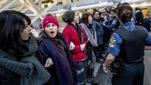 Un regroupement de femmes s'est présenté au palais de justice de Québec.