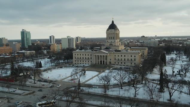 Vue des airs du Palais législatif du Manitoba.
