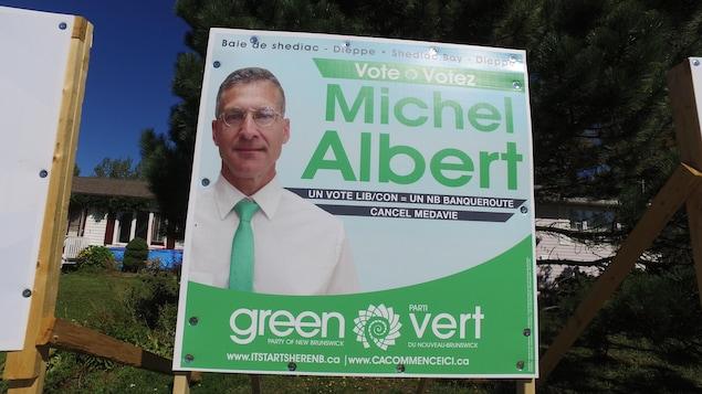 Une photo de l'affiche d'un candidat du Parti vert à Dieppe.