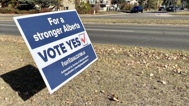 Une pancarte en faveur du référendum sur la péréquation en Alberta.