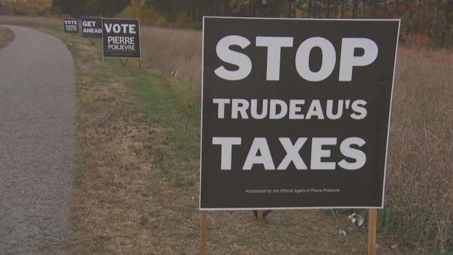 Des pancartes électorales.