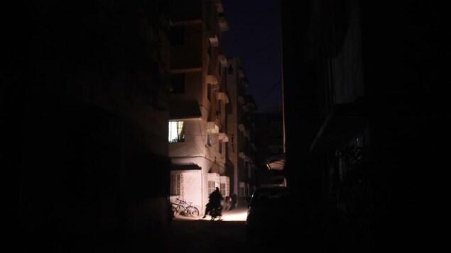 Une Panne D Electricite Plonge Le Pakistan Dans Le Noir Radio Canada Ca