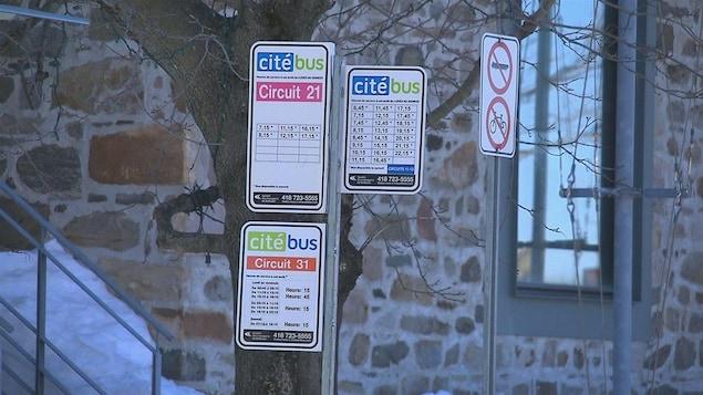 Des panneaux indicateurs du service Citébus de Rimouski