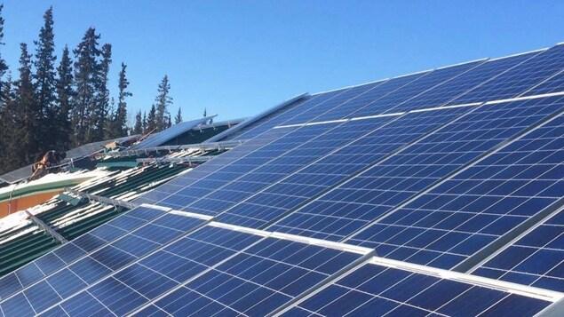 Des panneaux solaires.